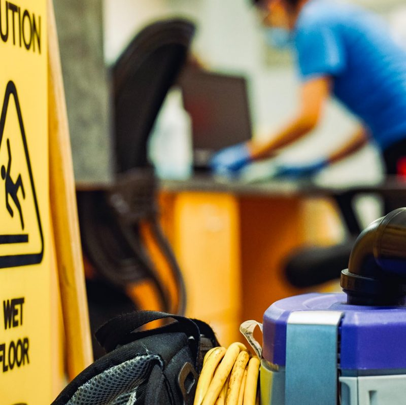 cleaning-disinfection-office-cleaner